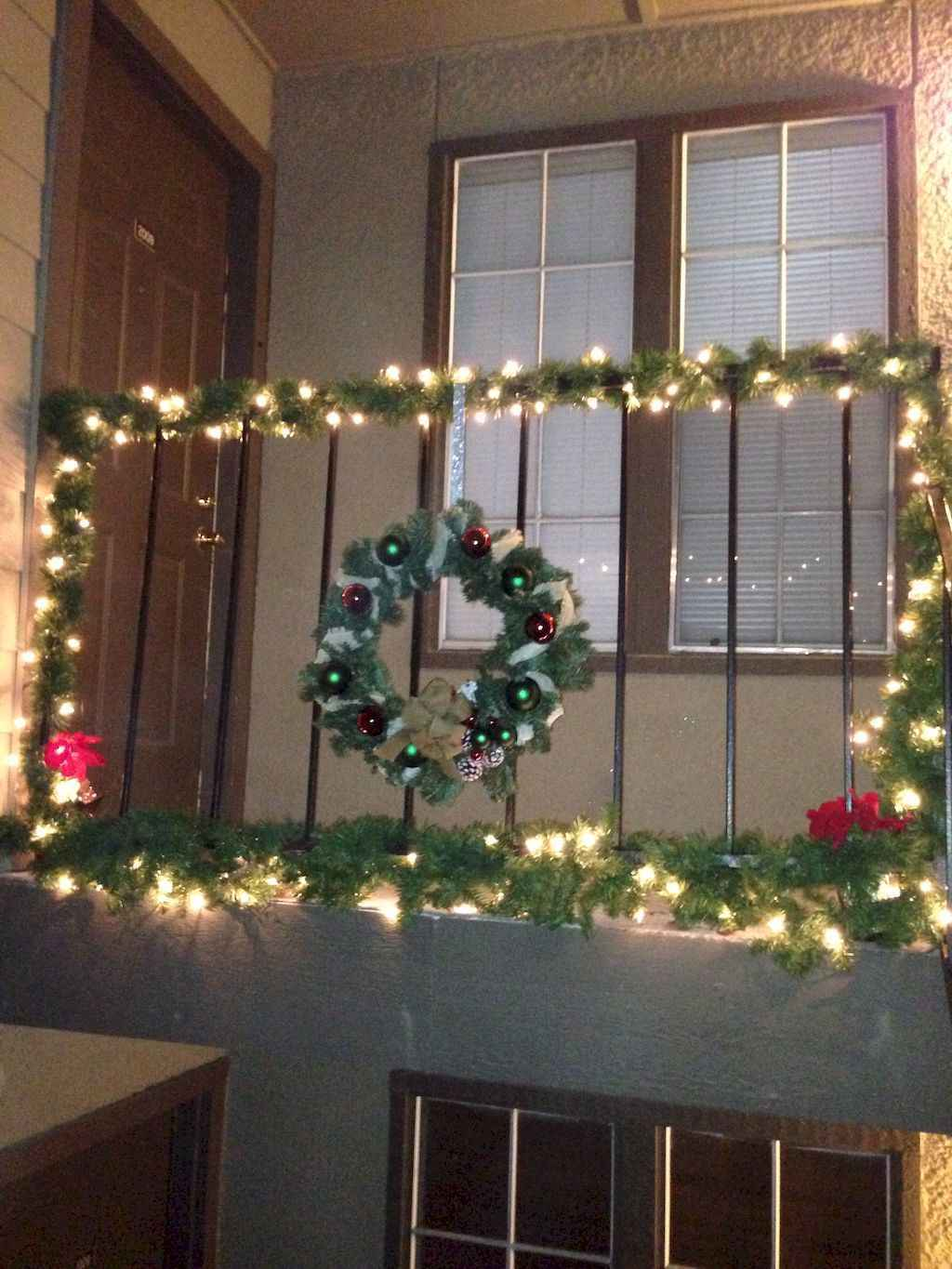 40 Apartment Decorating Christmas Lights 14