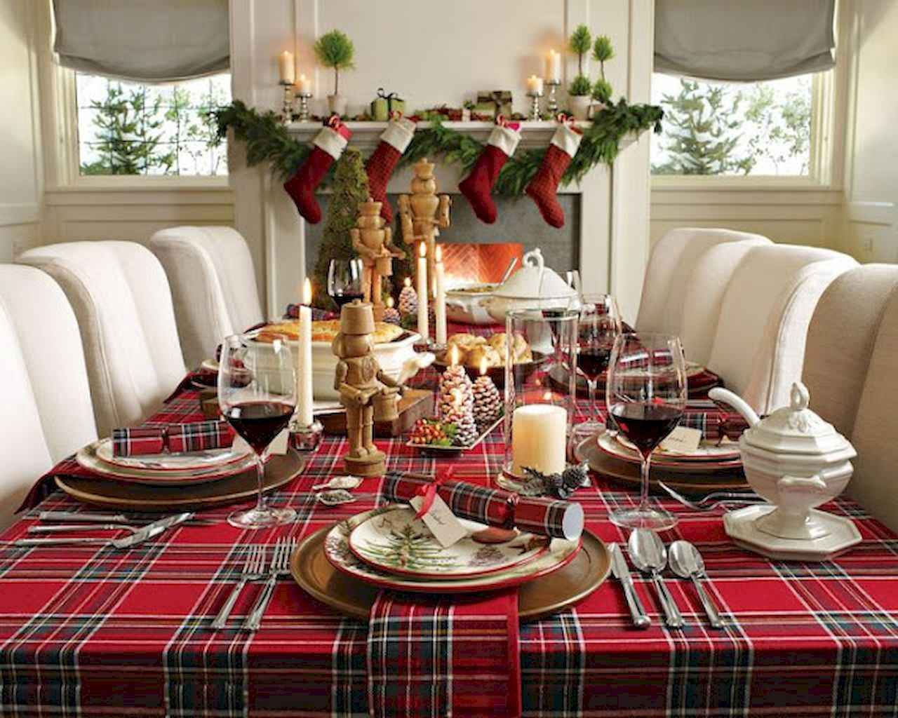 40 Awesome Christmas Dinner Table Decorations Ideas 6