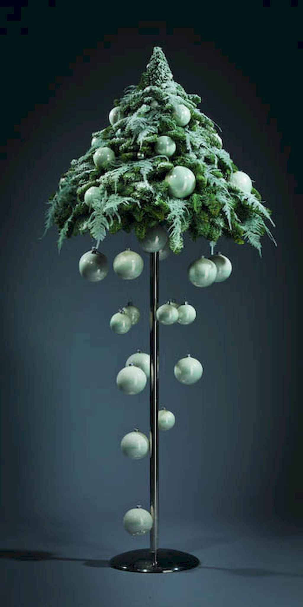 50 stunning modern christmas tree decorations 29 for Modern xmas tree ideas